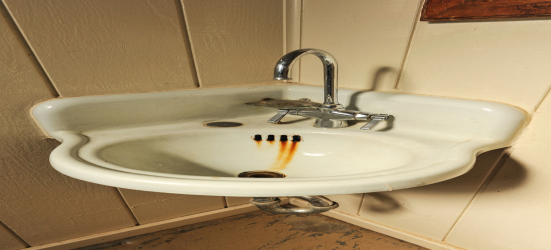How to Remove Rust Stains From Toilets and Sinks